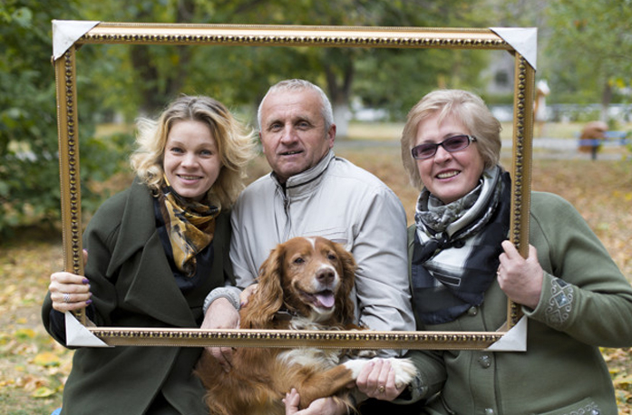 Family photo print with dog